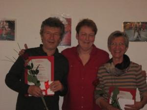 Anna und Hans-Peter Heidt werden zu Ehrenhexen der Schildwach-Hexen ernannt.